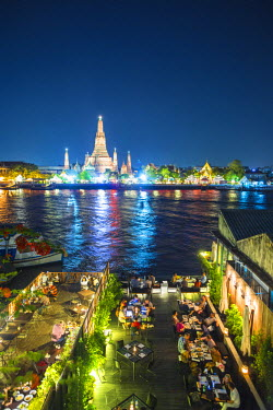 TH01250 Temple of Dawn (Wat Arun) and Bangkok, Thailand