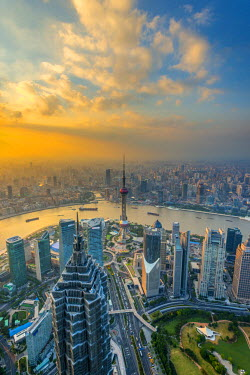 CN03199 China, Shanghai, View over Pudong Financial District, Huangpu River beyond