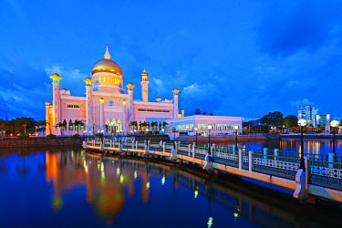 BRU0013 South East Asia, Kingdom of Brunei, Bandar Seri Begawan, Omar Ali Saifuddien Mosque