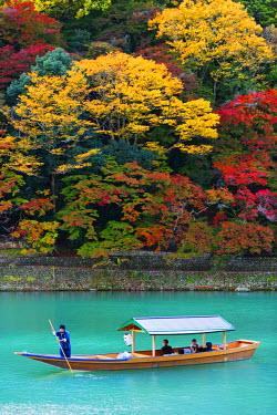 JAP0508 Asia, Japan, Honshu, Kyoto, Arashiyama, autumn colours on Kiyotaki river