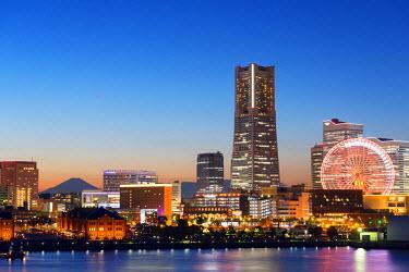 JAP0532 Asia, Japan, Honshu, Yokohama Bay, city skyline and Mt Fuji, Landmark Tower