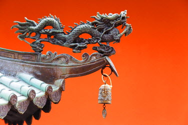 SNG1176 South East Asia, Singapore, Thian Hock Keng Temple, detail of dragon sculpture