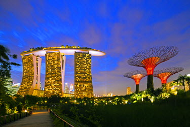 SNG1196 Singapore, Gardens by the Bay and Marina Bay Sands