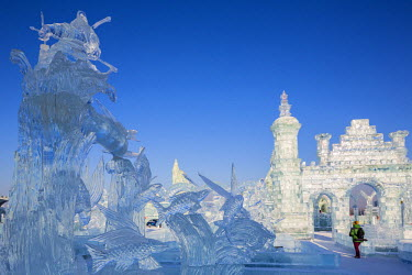 CN06451 Spectacular ice sculptures at the Harbin Ice and Snow Festival in Heilongjiang Province, Harbin, China