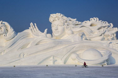 CN06459 Spectacular ice sculptures at the Harbin Ice and Snow Festival in Heilongjiang Province, Harbin, China