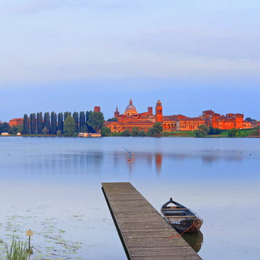 ITA2565AW Italy, Lombardy, Mantova district, Mantua, View towards the town and Lago Inferiore, Mincio river.