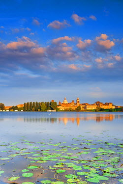 ITA2566AW Italy, Lombardy, Mantova district, Mantua, View towards the town and Lago Inferiore, Mincio river.