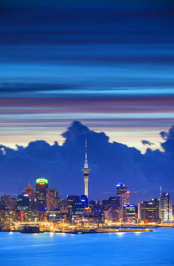 NZ8977AW View of Auckland at dusk, Auckland, North Island, New Zealand