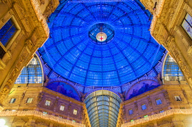 ITA2749AW Dome of the Vittorio Emanuele II gallery decorated with Christmas lights, Milan, Italy