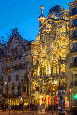 SPA5185AW Night view of Casa Batllo by Antoni Gaudi, Barcelona, Catalonia, Spain