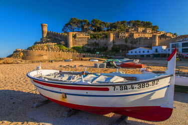 SPA5193AW Fishing boat on the beach with medieval town walls in the background, Tossa del Mar, Costa Brava, Catalonia, Spain