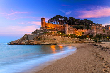 SPA5194AW View at dusk of Vila Vella, the medieval old town of Tossa del Mar, Costa Brava, Catalonia, Spain
