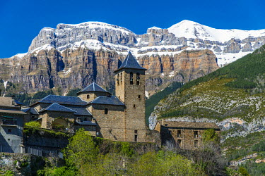 SPA5210AW The mountain village of Torla with the snowy Pyrenees behind, Huesca, Aragon, Spain