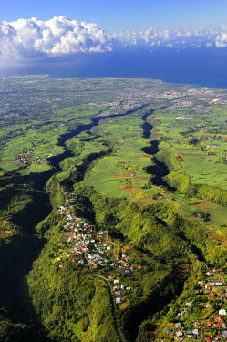 HMS0865711 Reunion Island (French overseas department), village Les Makes and the West coast towards St. Louis in the background (aerial view)