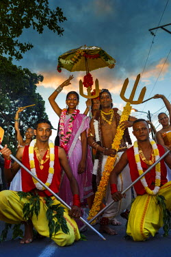 HMS1796111 Reunion island (French overseas department), Saint Andre, Colosse park, religious holiday, party and parade chariot of Deepavali, group of participants in the festivities