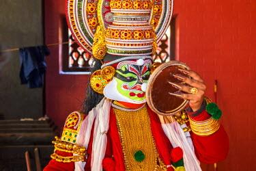 IN04353 Kathakali performer, Cochin, Kerela, India