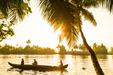 IN04362 Wooden canoe in Kerala backwaters, nr Alleppey, (or Alappuzha), Kerala, India