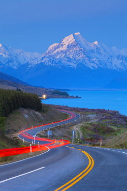 NZ02500 Mount Cook (Aoraki) illuminated at dusk, Lake Pukaki, Mackenzie Country, Canterbury, South Island, New Zealand