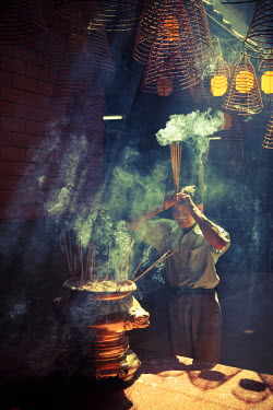 VM02150 Vietnam, Mekong Delta, Can Tho, Chua Ong Pagoda, Incense coils