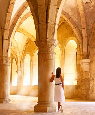 POR7528AW Portugal, Estremadura, Alcobaca, Santa Maria de Alcobaca Monastery, leaning on column in former dormitory (UNESCO World Heritage) (MR)