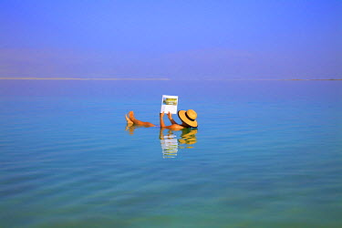 IS30259 Floating In The Dead Sea (lowest place on Earth), Ein Bokek, Israel, Middle East (MR)