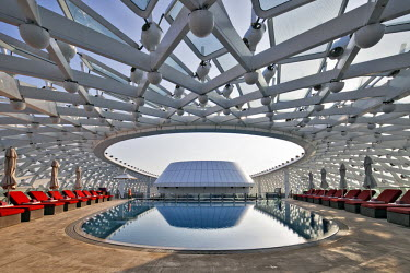 UAE0214 Grid shell and swimming pool detail of the Yas Viceroy Abu Dhabi Hotel designed by the architects Asymptote Architecture in Yas West, Abu Dhabi, United Arab Emirates.