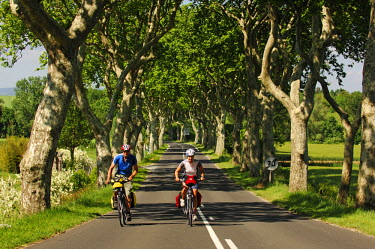 FRA8162AW Biking, Canal du Midi, Midi, France MR