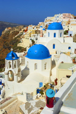 HMS0603315 Greece, Cyclades, Santorini island, Oia (Ia) village, church with blue dome, tourist