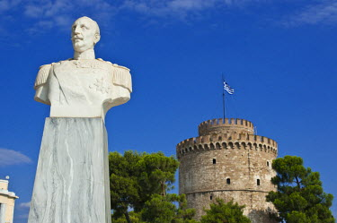Greece, Macedonia, Thessaloniki, the statue of Nikolaos Votsis (naval officer who sank an Ottoman ship October 18, 1912 in the port of Thessaloniki) and the White Tower, the remains of the 15th centur...