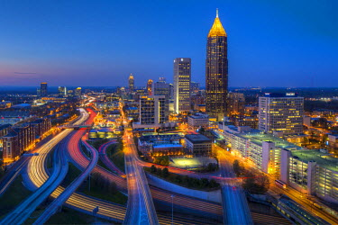 US38046 Elevated view over Interstate 85 passing the Midtown Atlanta skyline, Georgia, United States of America