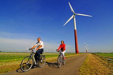 HOL0057AW Biking, Sexbierum, Friesland, Holland, (MR)