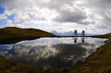 ITA2992AW Biking, Hochpustertal Valley, South Tyrol, Italy (MR)