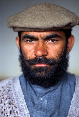 PAK0132AW Portrait of a man, Pakistan