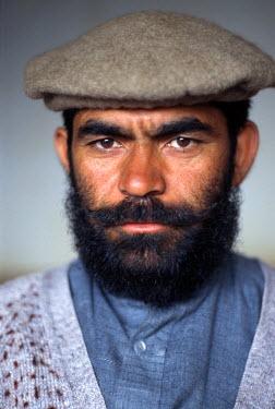 PAK0132AW Portrait of a man, Pakistan