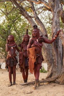 FVG002042 Angola, Cunene, Muchimba women, Iona National Park