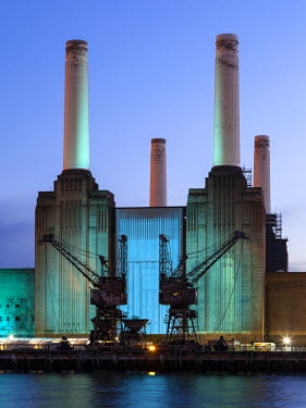 FVG003206 UK, London, Battersea power station illuminated by colored light at dusk