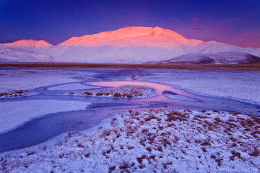 FVG004785 Italy, Marche, Fantastic sunset at -18 � on the plain of Castelluccio di Norcia in the middle of winter.