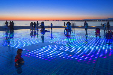 CRO1258AW Croatia, Zadar Region, Zadar. Sunset at the Greeting to the Sun - a 22 metre installation consisting of 300 multi-layered glass plates, designed by Nikola Basic.