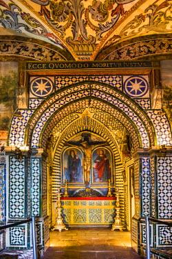 POR7899AW Altar, museum in the cloister Nossa Senhora da Conceicao, Beja, Alentejo, Portugal