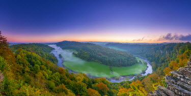 UK07595 UK, England, Herefordshire, view north along River Wye from Symonds Yat Rock
