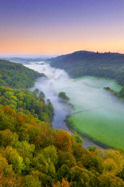 UK07598 UK, England, Herefordshire, view north along River Wye from Symonds Yat Rock