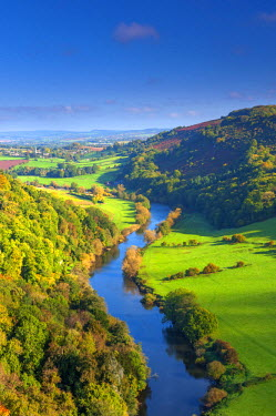 UK07602 UK, England, Herefordshire, view north along River Wye from Symonds Yat Rock