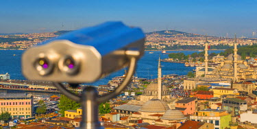 TK01634 Turkey, Istanbul, View over Sultanahmet, The Golden Horn and Bosphorus, Tourist Binoculars