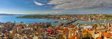 TK01644 Turkey, Istanbul, Beyoglu, View across Golden Horn to Sultanahmet