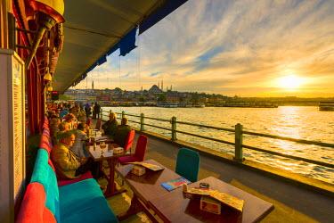 TK01649 Turkey, Istanbul, Sultanahmet, Galata Bridge across the Golden Horn, Suleymaniye Mosque