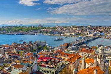 TK01645 Turkey, Istanbul, Beyoglu, View across Golden Horn to Sultanahmet