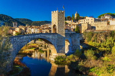 SPA5473AW The medieval town of Besalu, Catalonia, Spain