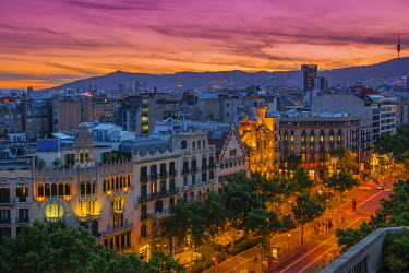 SPA5493AW Top view at sunset over Passeig de Gracia with Casa Battlo and Casa Amatller, Barcelona, Catalonia, Spain