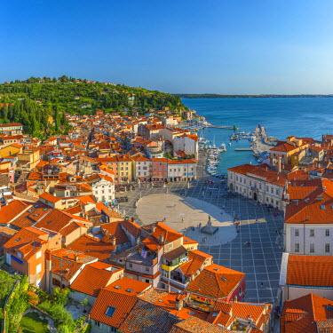SV02114 Slovenia, Primorska, Piran, Old Town, Tartinijev trg (Tartini Square)