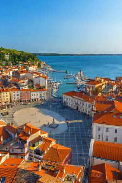 SV02115 Slovenia, Primorska, Piran, Old Town, Tartinijev trg (Tartini Square)